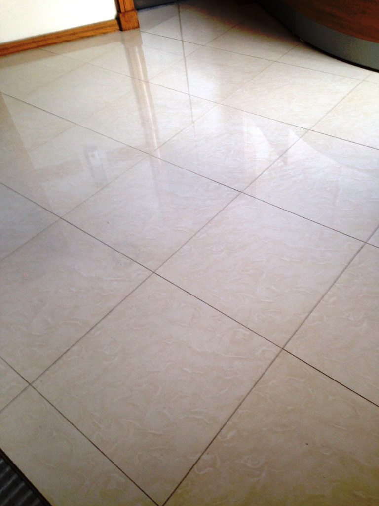 How to lay porcelain floor tiles